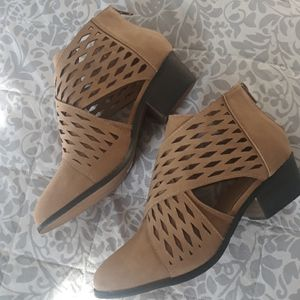 Yoki side cut tan suede booties size 8